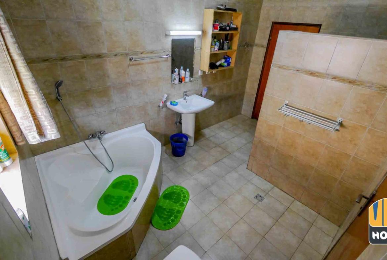 Master Bathroom in Furnished House for rent in Kigabagaba, Kigali