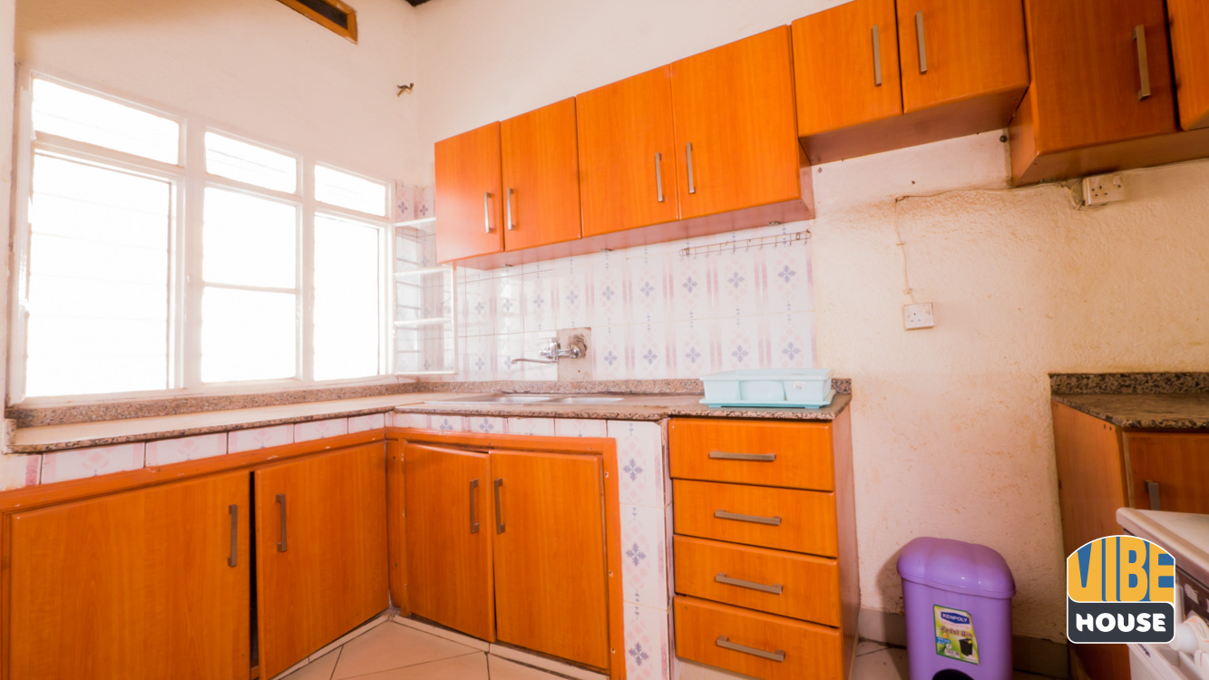 Kitchen area with top cabinets