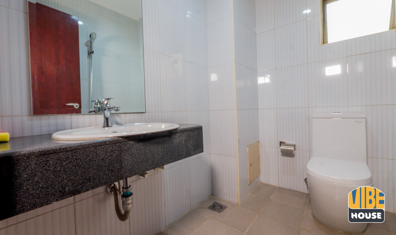 bathroom of apartment for rent in Vision City