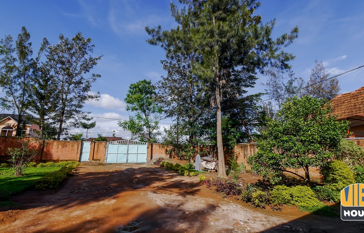 Front view of plot of land for sale in Niboye, Kicukiro, Kigali on tarmac road