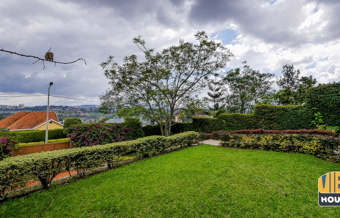 Large garden of house for rent in Gacuriro, Kigali