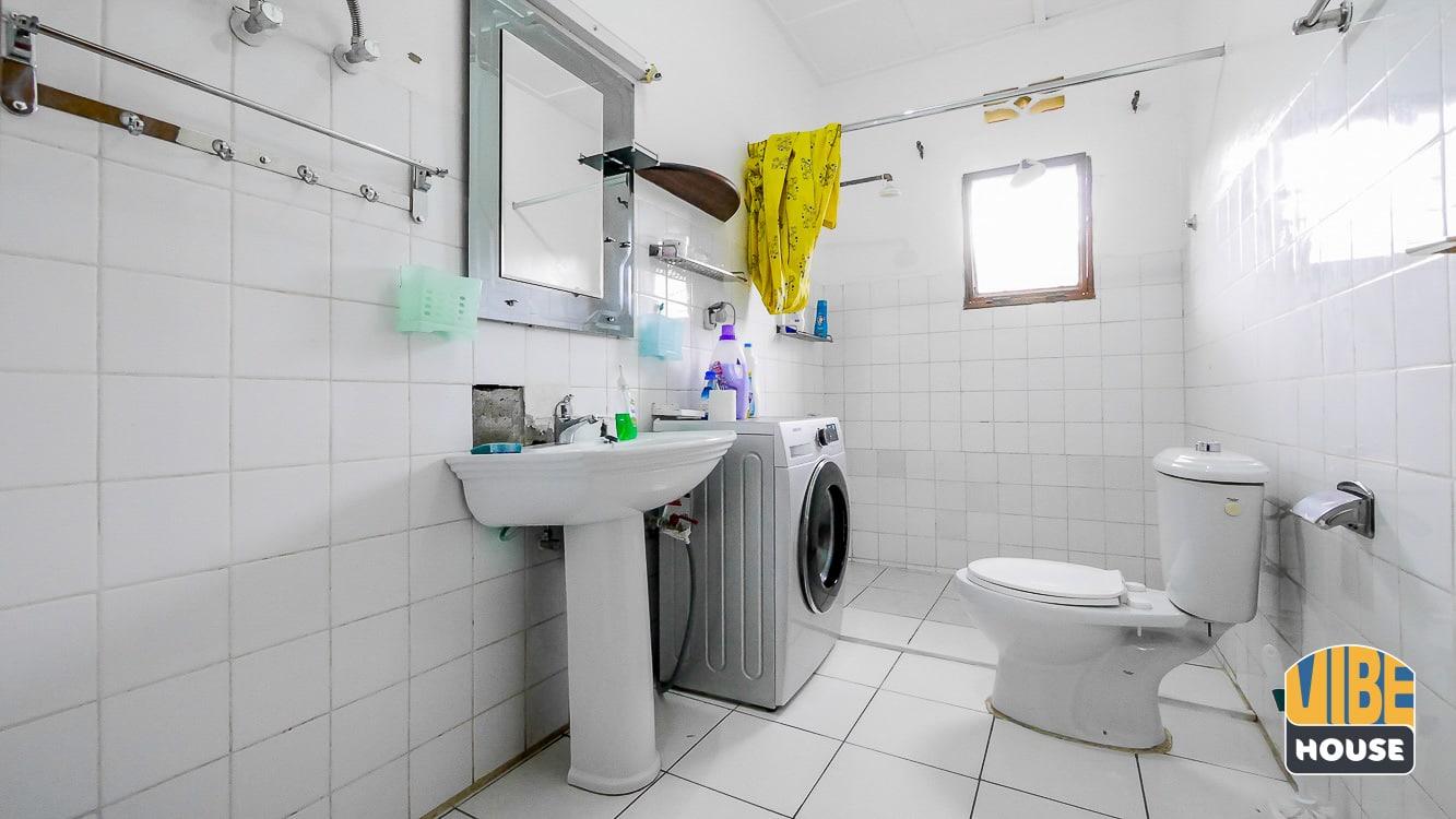 Tiled bathroom with washing machine