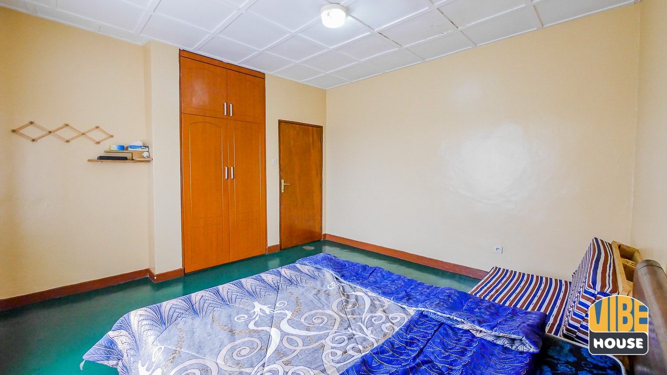 Bedroom with built-in closet of house for rent in Gacuriro, Kigali