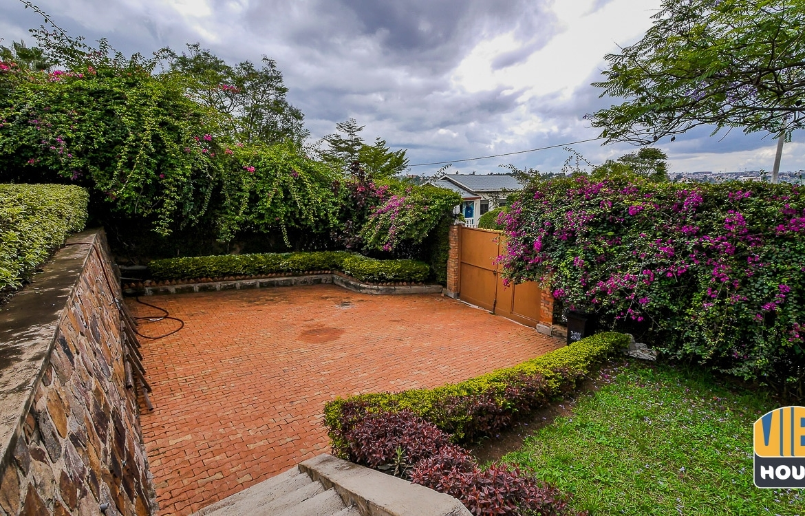 Big parking space of house for rent in Gacuriro
