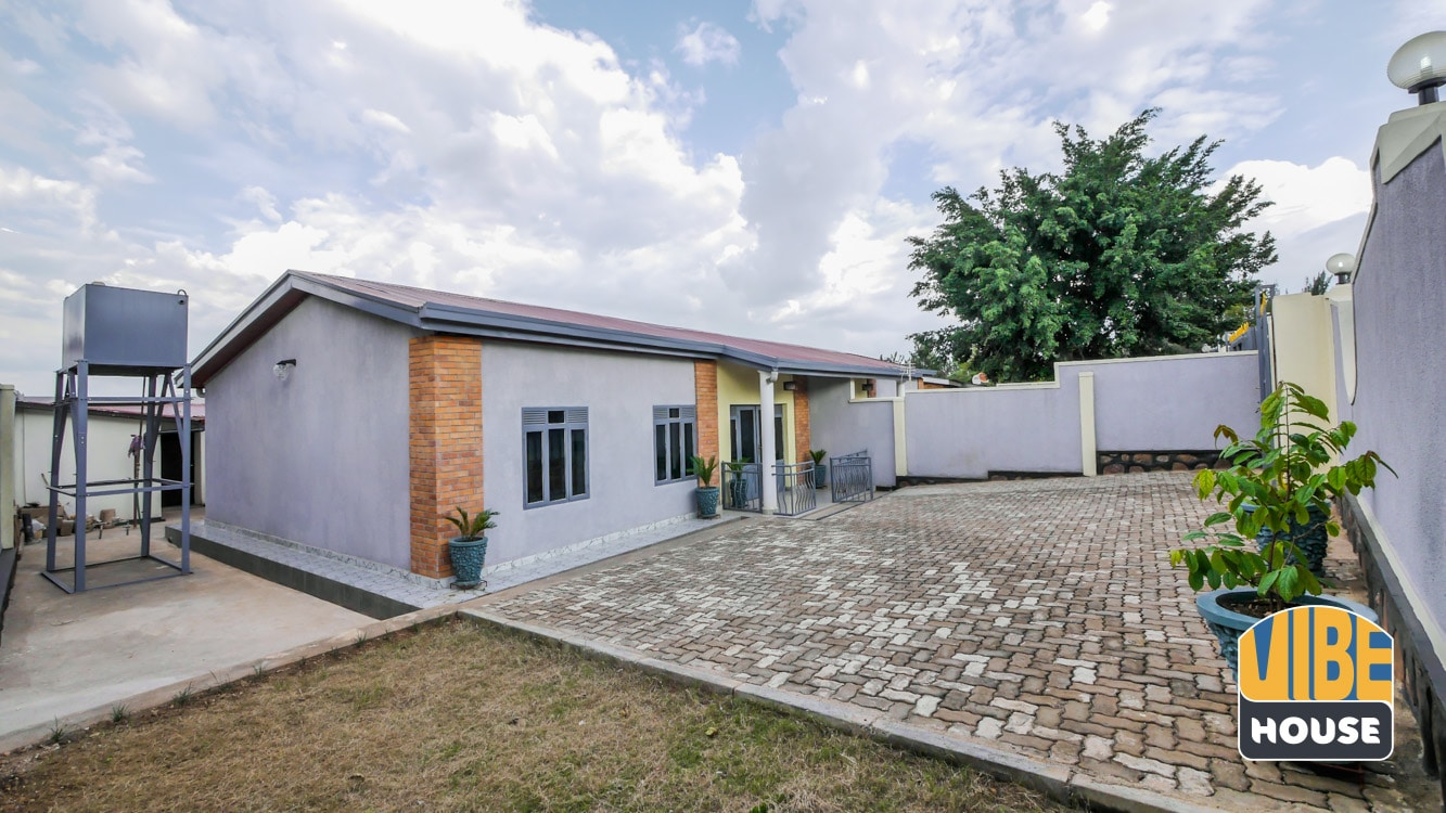 Front yard of house for rent in Kacyiru, Kigali