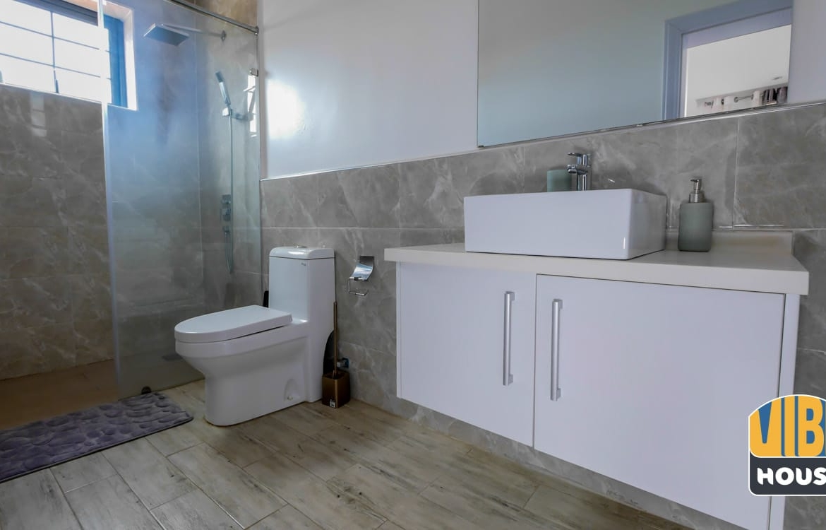 Luxurious open plan bathroom in apartment for rent