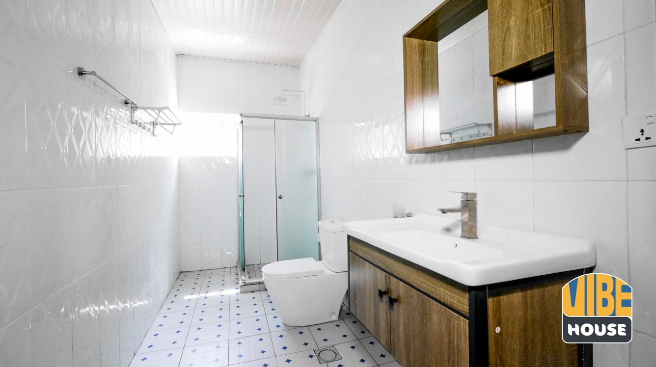 Spacious bathroom in Gisozi home rental, Kigali