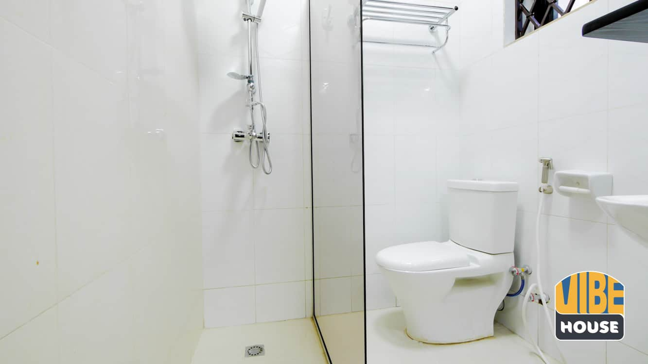bathroom in luxurious House for rent in Kicukiro