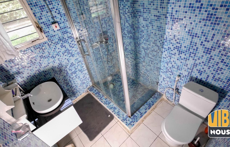 Modern bathroom in House for rent in vision 2020 estate, Kigali
