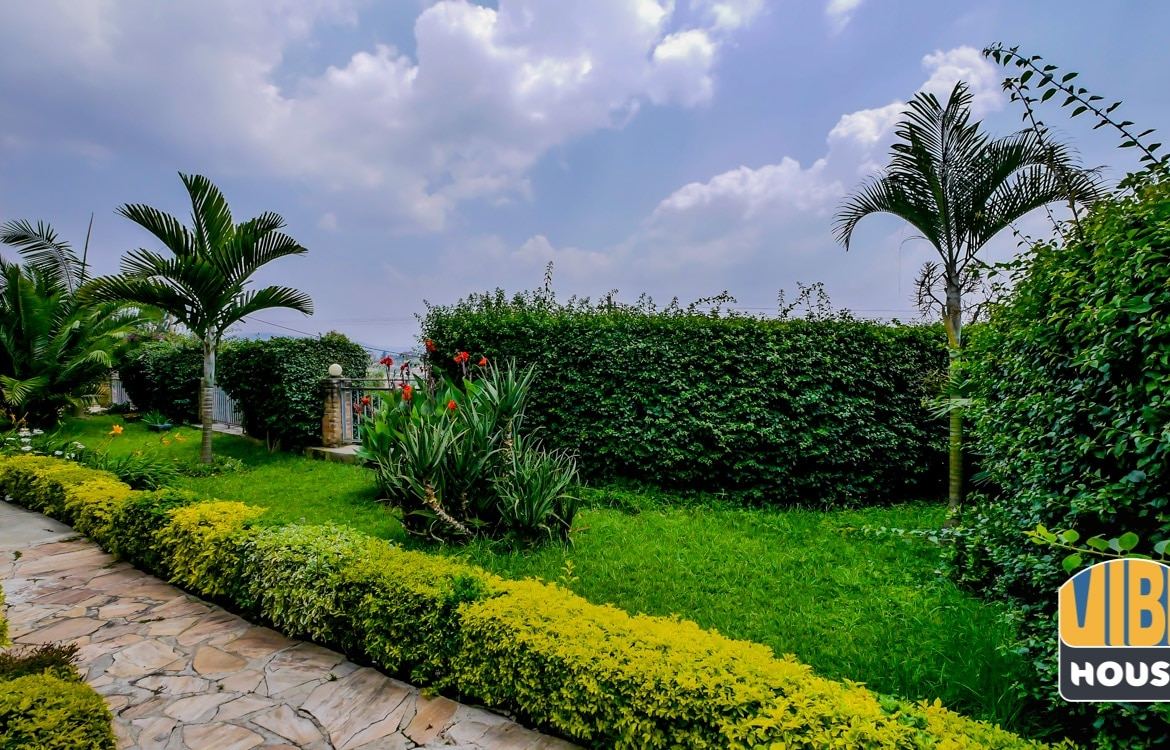 Beautiful Garden in Property for Sale with 3 apartments in Nyarutarama, Kigali