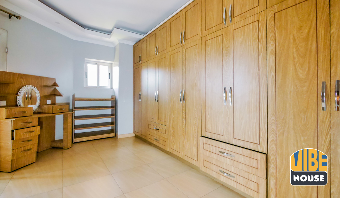 Closet of House for rent in Kibagabaga