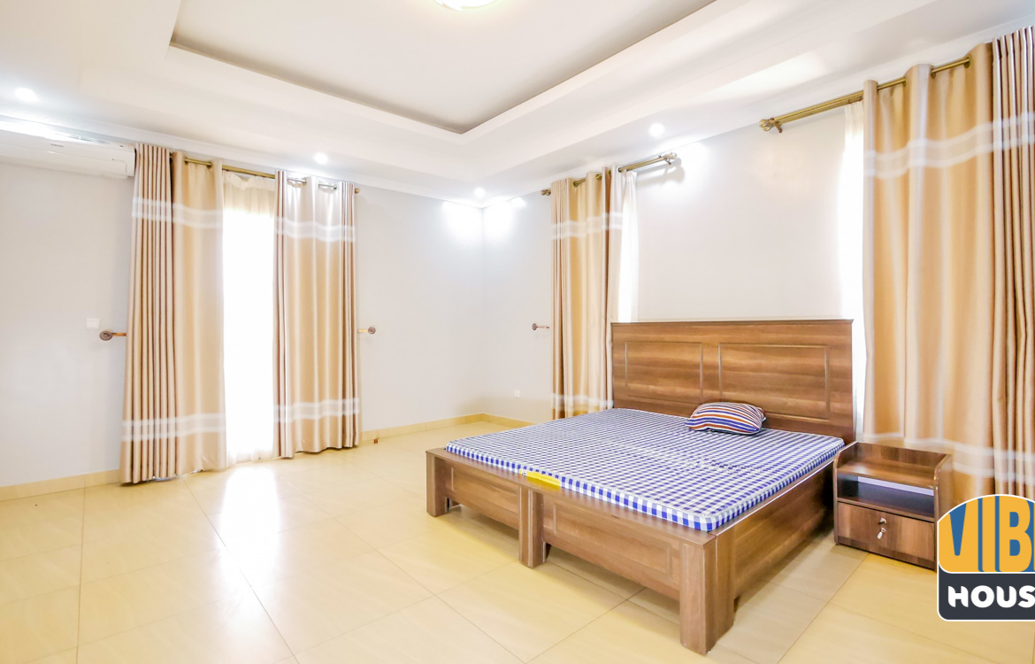 Master bedroom: Luxurious Villa for rent in Kibagabaga