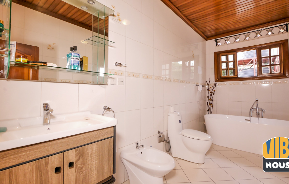 Bathroom: Ultimate Luxurious Villa for rent in Gisozi, Kigali