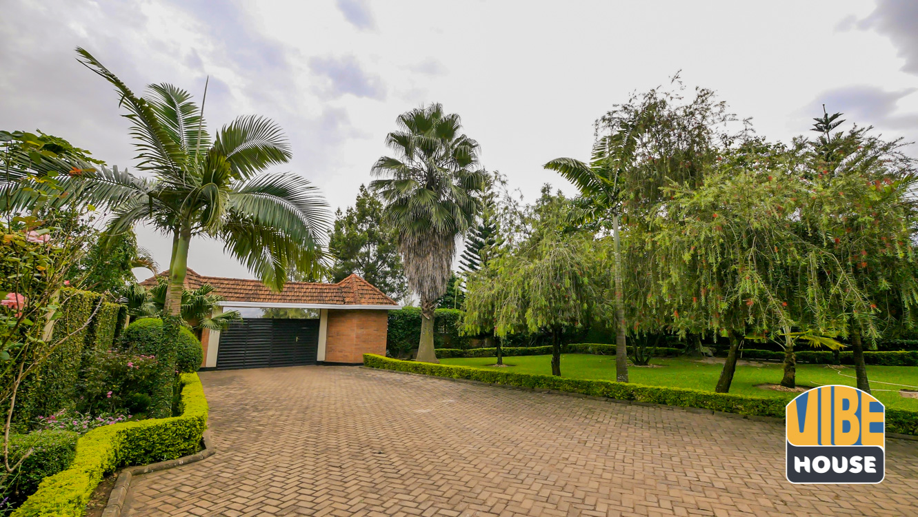 Parking: Ultimate Luxurious Villa for rent in Gisozi, Kigali