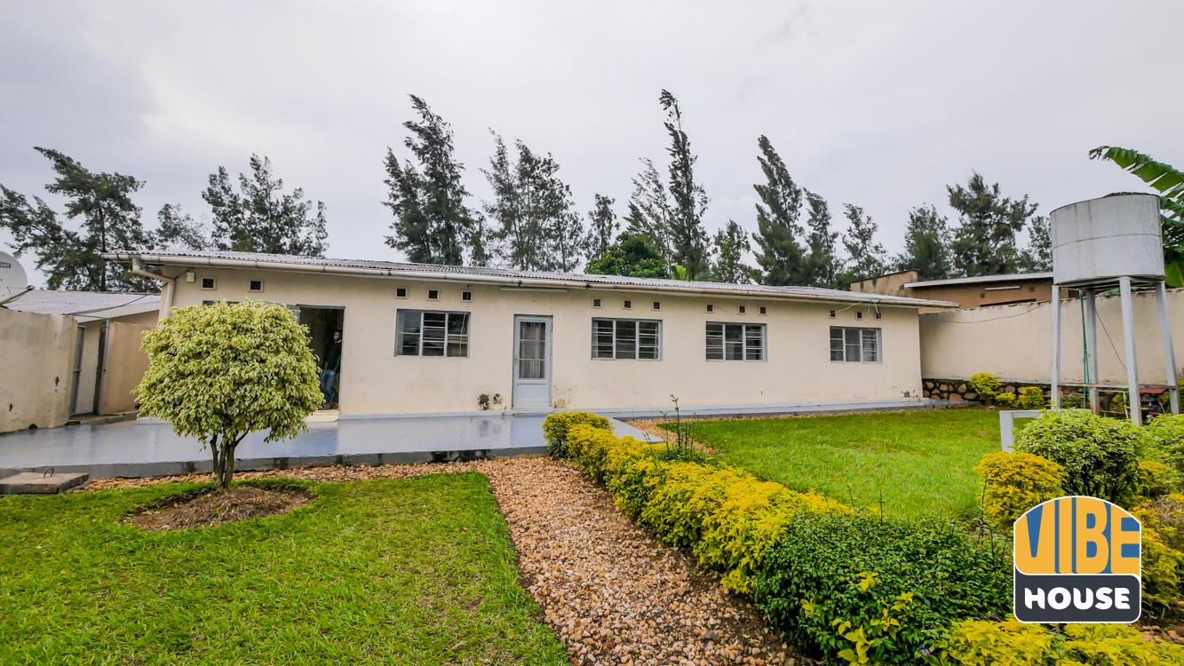 Backyard: House for rent in Nyamirambo